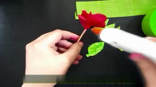 皱纹纸玫瑰花_幼儿园儿童手工制作