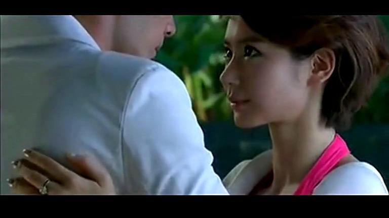 为什么男友每次和我激情拥吻都不摸我胸部和下面,他很
