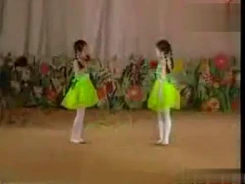 幼儿舞蹈《泼水歌》 儿童舞蹈视频