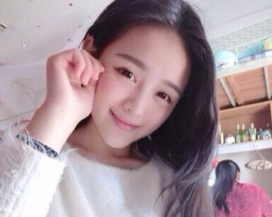 南昌大学校花走红 张冰婧晒清纯照