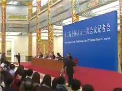 李克强:反腐既要惩治乱作为,也反对不作为