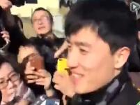 刘翔被围堵 姚明来解围