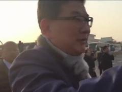 """独家:曹可凡给崔永元""""打工"""" 与江西台记者手机互拍引围观"""