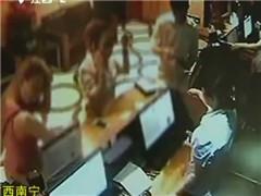 湖北武汉:小伙呕吐窒息致死